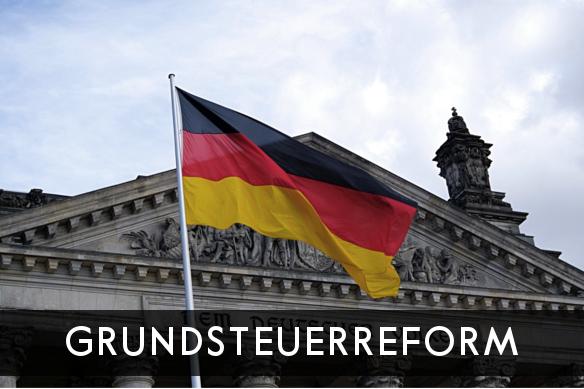 Titelbild: Grundsteuerreform, Reichstagsgebäude mit deutscher Flagge