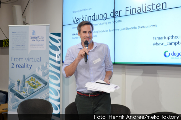 Nikolai Roth verkündet die Finalisten des degewo-Pitchs smart up the city